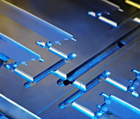 manufactura: Resumen met�licos. Un n�cleo de moldeo por inyecci�n morir, en primer plano. Industriales de antecedentes.