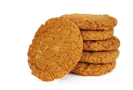 avena en hojuelas: Icono de Australia - Anzac galletas, aislados en blanco. Hecho de copos de avena, el coco, treacle, la mantequilla y el az�car. Delicioso!  Foto de archivo