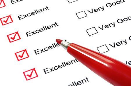 """votaciones: Rojo consider�-punta l�piz """"excelente"""" en la lista de puntuaciones."""