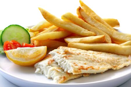 "fish chips: ""Fish and chips"", con ensalada. La parrilla filete de pescado blanco, con papas fritas gruesas."