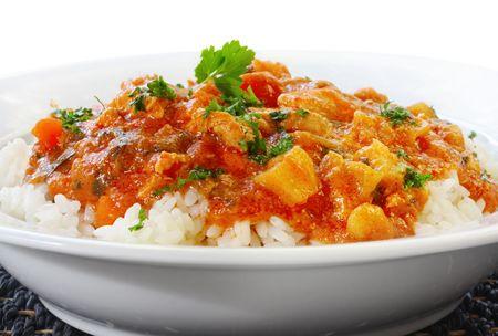 chicken curry: Chicken Curry �ber ged�mpft wei�er Reis. Lizenzfreie Bilder