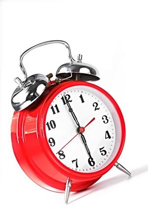 despertador: Rojo alarma ajustado a 6:00. Primera hora de la ma�ana la luz natural.