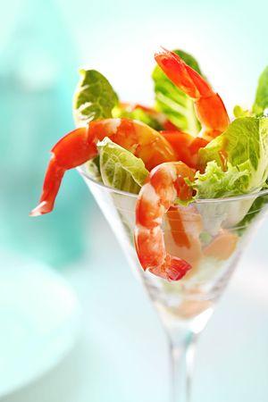 copa martini: C�ctel de camarones en un vaso de martini, con lechuga romana y lechuga salsa de c�ctel de marisco.