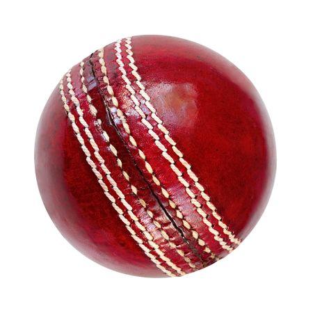 leather ball: Bola de cricket, aislado en blanco. Cl�sica de cuero rojo. Foto de archivo