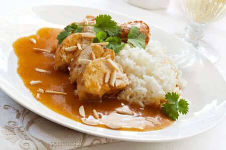 кинза: Slow-cooked apricot chicken, with rice, cilantro and toasted almonds.
