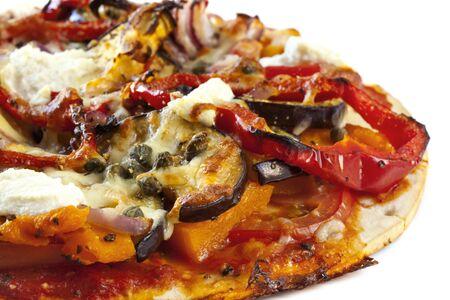 s��kartoffel: Gesunde hausgemachten vegetarische Pizza.  K�stliche TomatenParadeiser, ger�stete Auberginen, Paprika, red Onion und s��-Kartoffel, mit Low-Fat Ricotta und Mozzarella und Kapern.