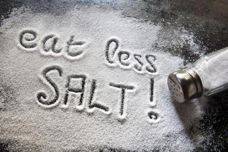 ipertensione: Messaggio sul consumo eccessivo di salato. Archivio Fotografico
