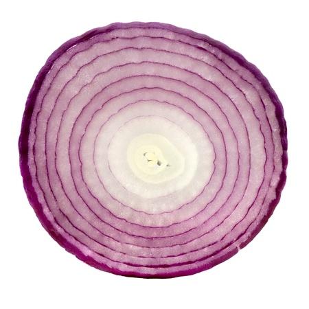 cebolla blanca: Rebanada de cebolla roja, aislado en fondo blanco. Foto de archivo