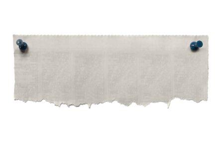 periodicos: Banner de peri�dico rasgada en blanco, con chinchetas azules.  Aislados en blanco. Foto de archivo