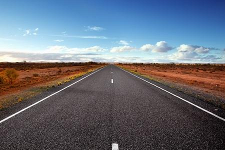 australie landschap: Snelweg in de Australische Outback.  Western New South Wales. Stockfoto