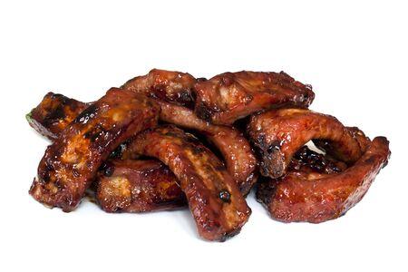 rib: Pila de costillas de cerdo posterior de bebé brasa, aislado en blanco.  Sticky y delicioso!
