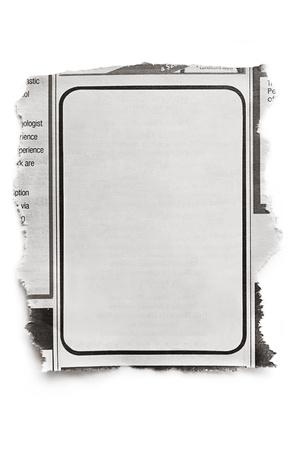 Annonce dans le journal vierge, prêt pour votre texte isolé sur blanc avec une ombre naturelle