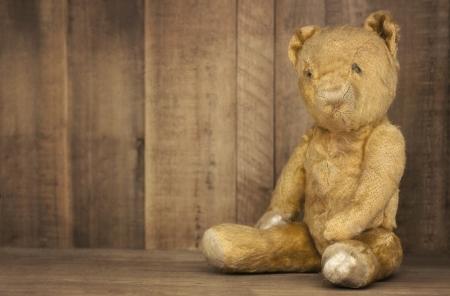 vintage teddy bears: Vintage teddy bear on bookshelf, with grunge effects  Stock Photo