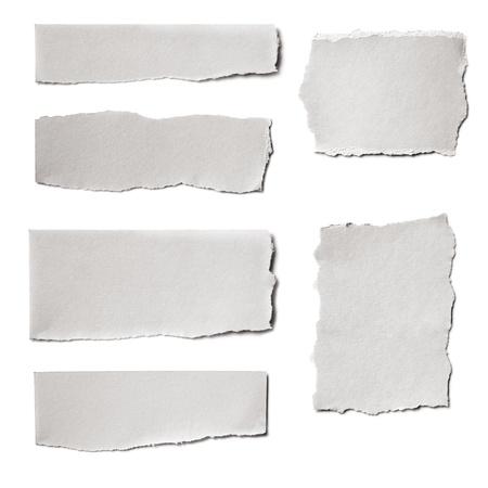 Het verzamelen van wit papier scheuren, geïsoleerd op wit met zachte schaduwen Stockfoto
