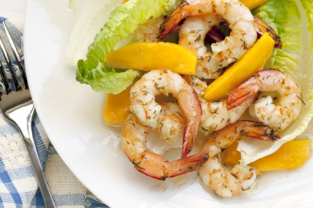 mango fish: Healthy salad of shrimp or prawns, with mango, romaine lettuce and dill