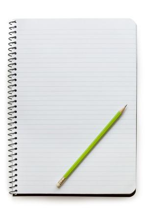 Spiral Notebook geöffnet, mit Bleistift, isoliert auf weiß