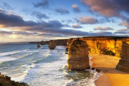 Zwölf Apostel bei Sonnenuntergang Great Ocean Road, Victoria, Australien