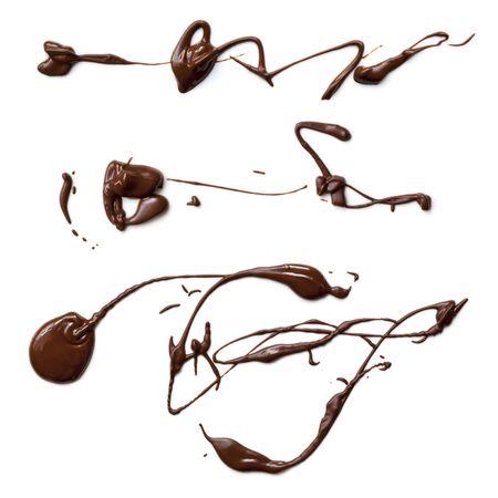 chocolate derretido: Salpicaduras de chocolate fundido, aislados en fondo blanco Foto de archivo