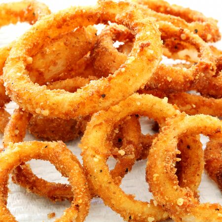 onion rings: Onion rings in closeup.