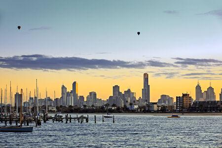 Melbourne, Australien, gesehen im Morgengrauen von St Kilda