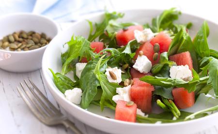 Watermeloen salade met feta kaas, geroosterde pompoenpitten, rucola, spinazie en munt.