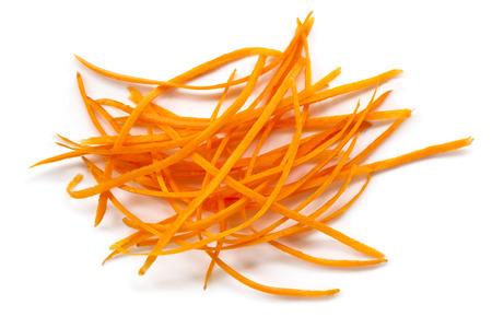 zanahorias: Rizos de zanahoria, aislado en blanco. Vista de arriba.
