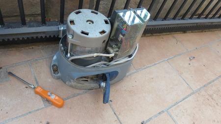 technician repairs barrier gate motor Banco de Imagens