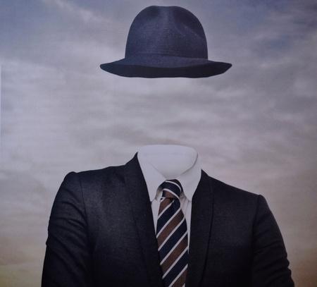 Porträt eines gesichtslosen Mannes