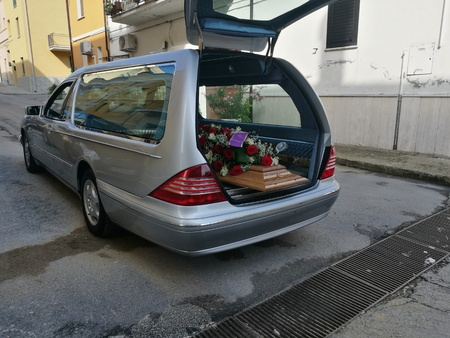hearse with flowers Banque d'images
