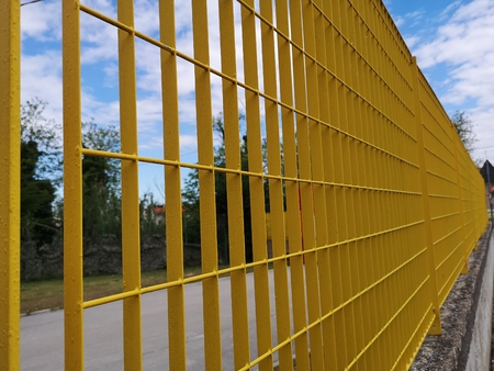 railing yellow