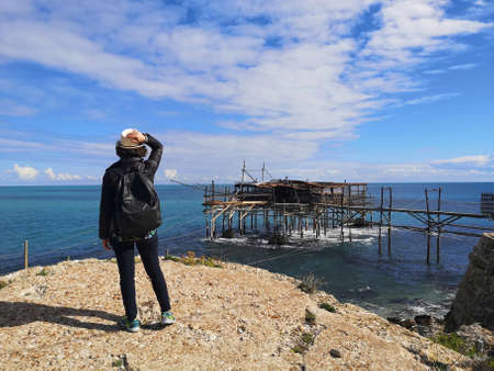 girl from behind on the coast of the trabocchi Foto de archivo