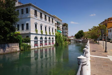 Treviso  View of the historical architecture and river channel. Zdjęcie Seryjne
