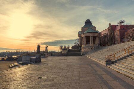 슈 체친  역사 건축물의 일몰보기