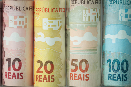Dinero brasileño / varias denominaciones