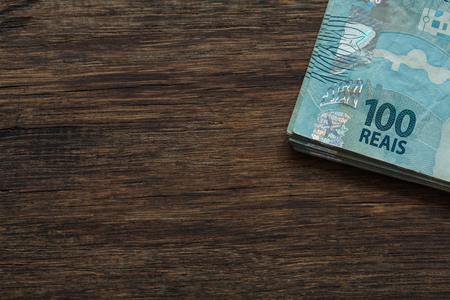 Dinero brasileño, reales, altas denominaciones, lugar vacío para texto