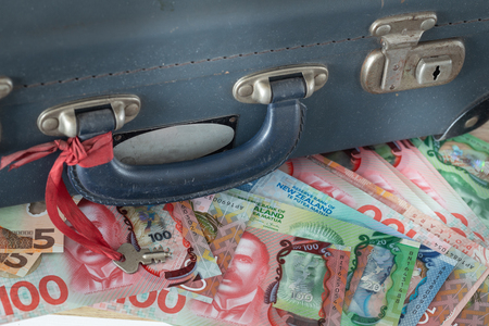 Old retro suitcase with money from New Zealand Zdjęcie Seryjne