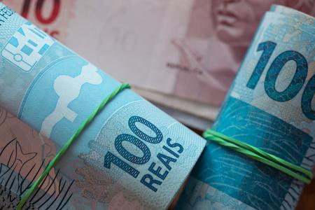 Brazilian money, denominations of 100 reais
