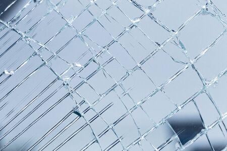 verre brisé dans une verrerie