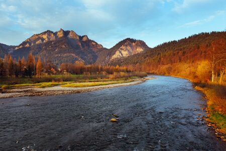 Mountain landscape. Autumn. Pieniny, Three Crowns Peak on the Dunajec River Zdjęcie Seryjne