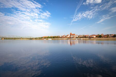 Torun. View from behind the Vistula River to the old medieval city walls and architecture Zdjęcie Seryjne