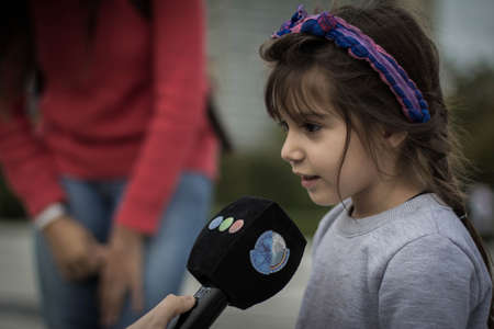 La Plata, Argentina, March 08, 2018, Girl speaking on TV on the march of Women's Day. Women's Day Manifestation. 新聞圖片