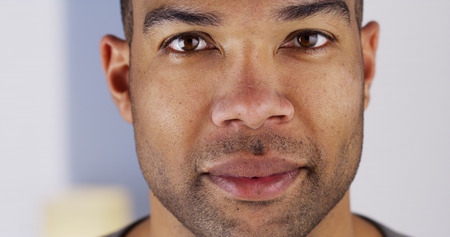 Close-up van het gezicht van een zwarte man