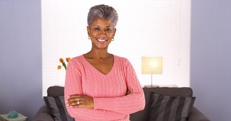 abuela: Mujer Feliz africano mayor