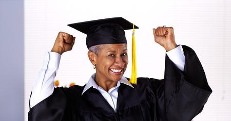 e0ac54b54 Mujer De Raza Blanca De Beauitiful En Un Vestido Negro De Graduación ...