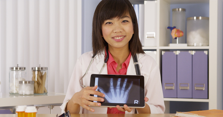 mobile voip: Chinese doctor going oer hand x-ray