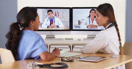 ビデオ会議を持つ多様な医師のチーム 写真素材