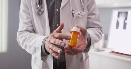 Le point de vue du patient sur les médicaments sur ordonnance du médecin. Banque d'images