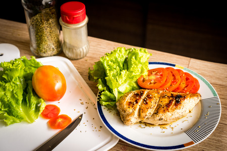 Grilled chicken breast with lettuce and tomato