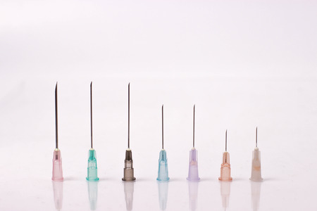 various size of syringe needles isolated on white Stockfoto