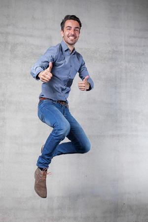 행복한 비즈니스 남자의 점프를 강타 스톡 콘텐츠